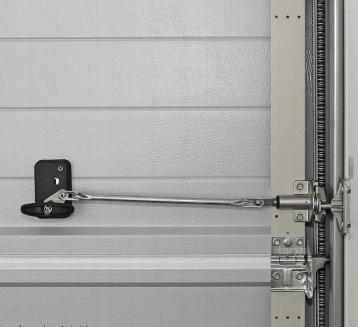 Засовы для гаражных ворот своими руками: виды и чертежи- установка и инструкция +фото и видео