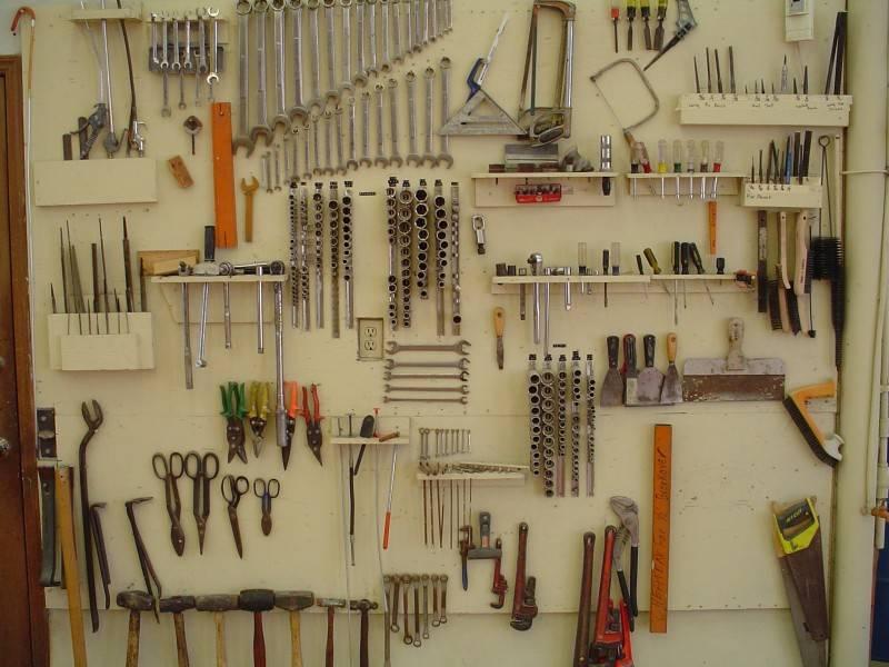 Как организовать хранение инструментов в гараже, создание стендов своими руками
