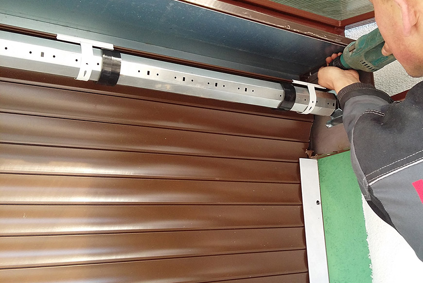 Виды гаражных ворот и причины их поломки, правила ремонта и инструменты