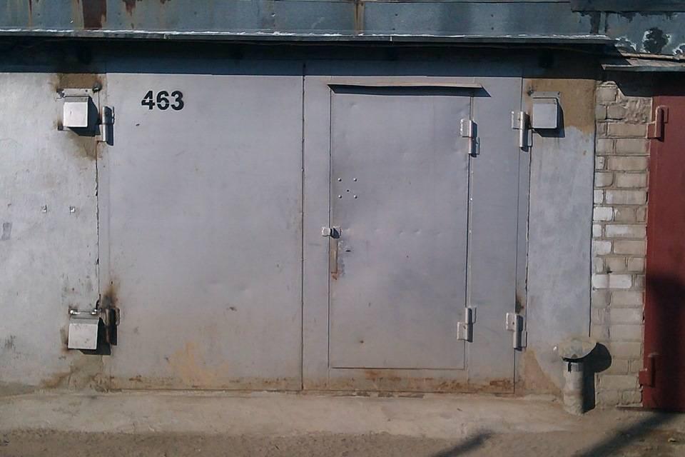 Как поднять гаражные ворота домкратом. как выполнить ремонт гаражных ворот и их утепление своими руками. покупка материалов и выбор инструмента