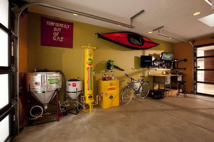 Как обустроить гараж?