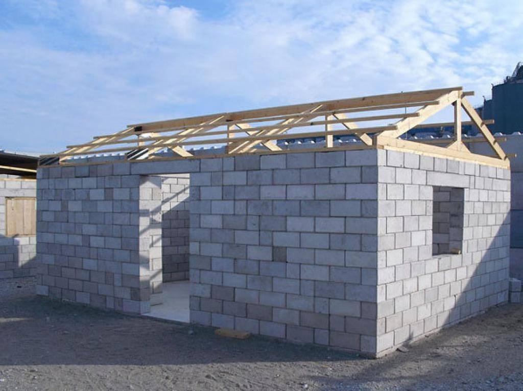 Строим гараж из шлакоблока: от фундамента до крыши