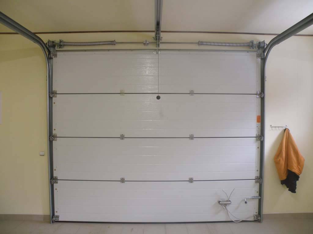 Как поднять гаражные ворота в кирпичном гараже