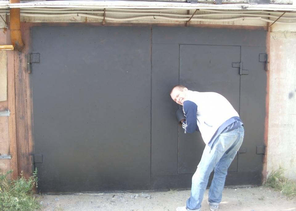 Как поднять ворота в гараже: зачем это нужно и как выполнить своими руками