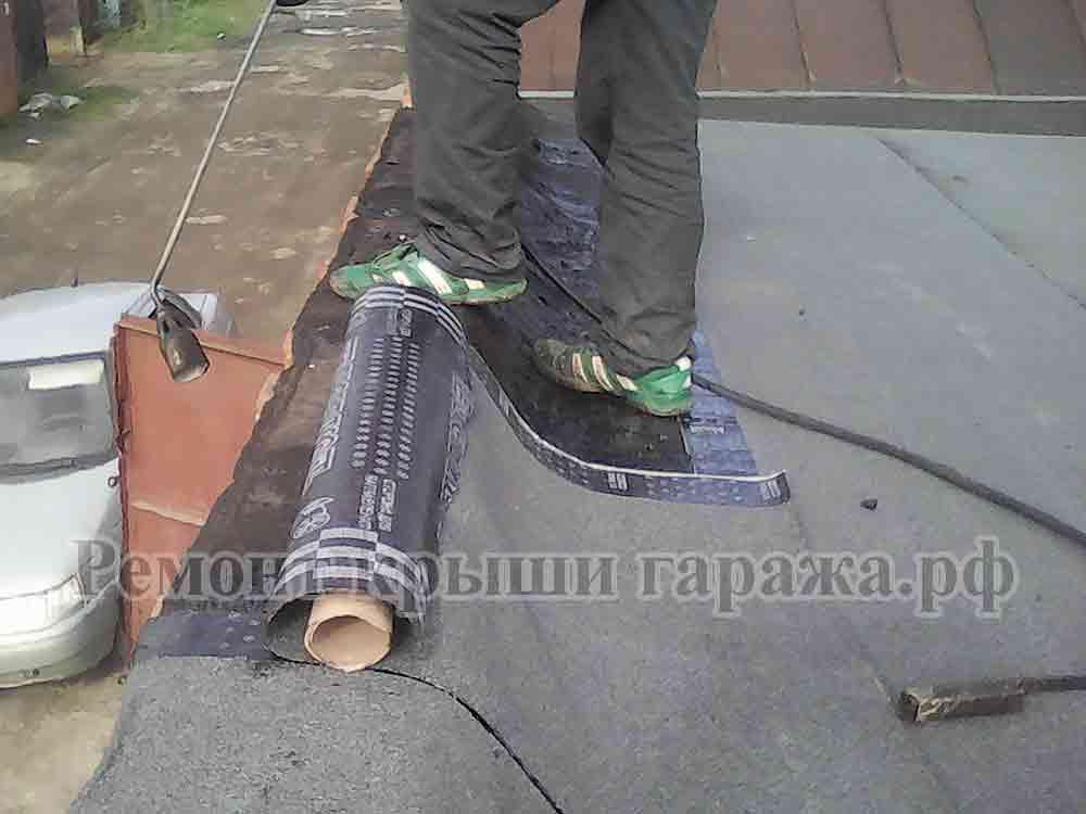 Как сделать и чем покрыть крышу гаража - монтаж односкатной своими руками, из профнастила в том числе, как застелить рубероидом, как сделать гидроизоляцию, как поднять, отремонтировать и защитить, инс