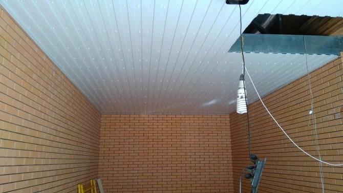 Чем лучше обшить потолок в гараже, чтобы вышло дешево и красиво: обзор вариантов