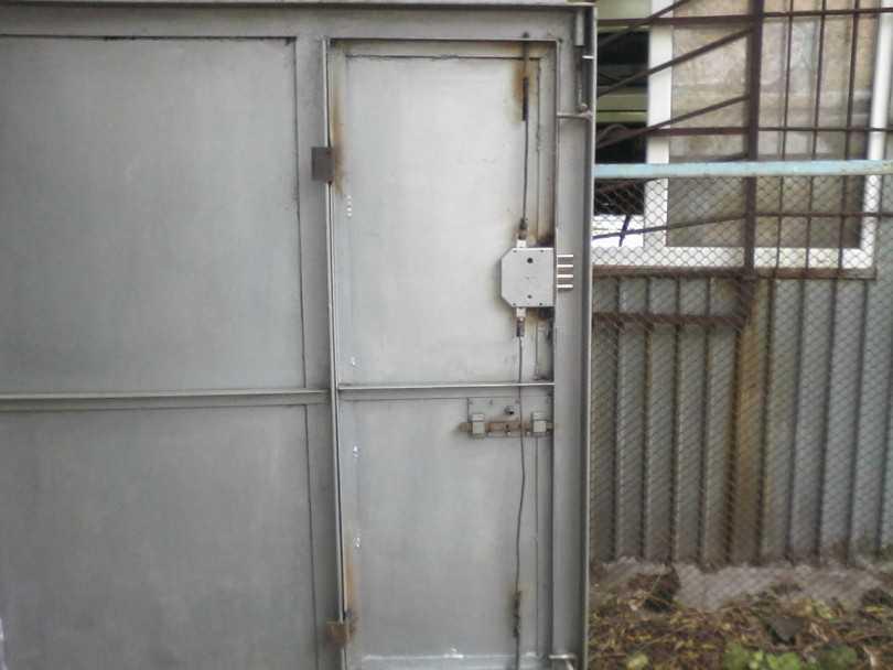 Чем обшить ворота гаража изнутри и снаружи: варианты обшивки, проведение работ