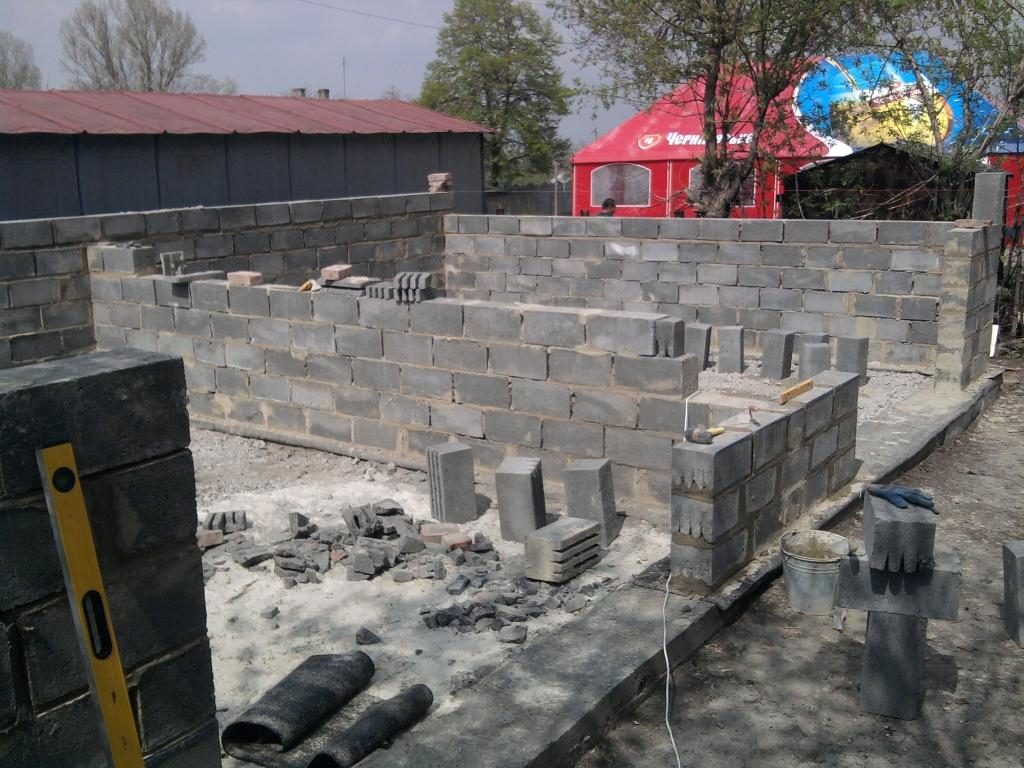 Строительство сарая из керамзитобетонных блоков