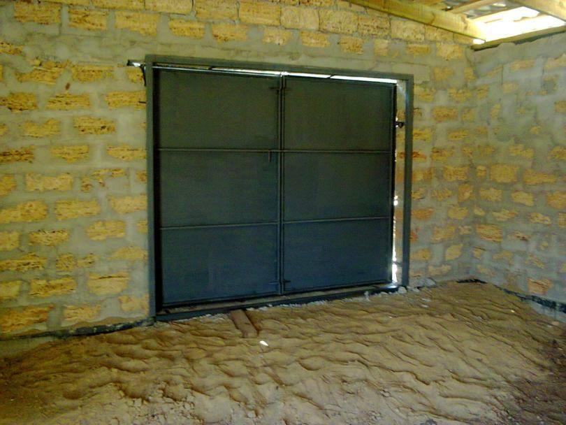 Как сделать калитку в гаражных воротах