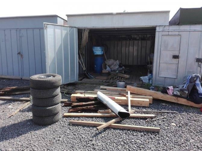 На что поставить металлический гараж на даче