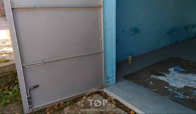 Какой краской покрасить ворота гаража снаружи: обзор материалов, как красить