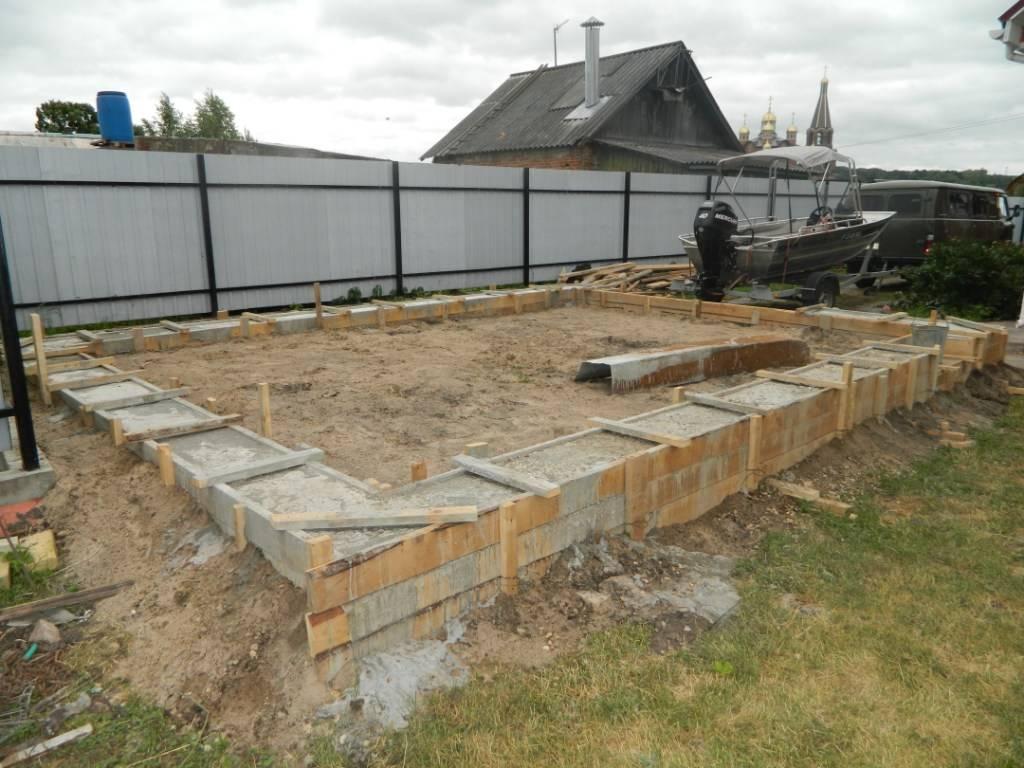 Фундамент под гараж: как залить и сделать из пеноблоков и газобетона своими руками, глубина для дома с гаражом