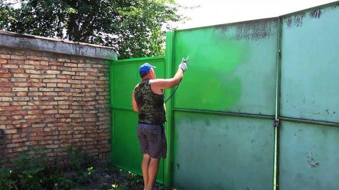 Покраска гаража своими руками: советы по окрашиванию металлического, кирпичного, бетонного и ворот- советы +видео и фото