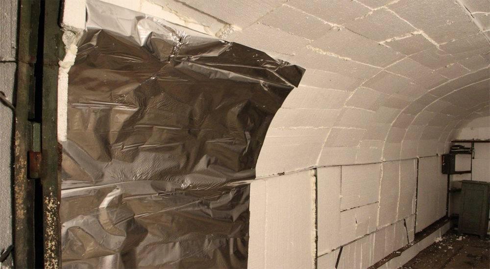 Разбираемся, как утеплить бетонный пол вгараже