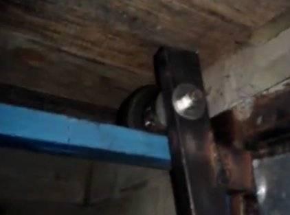 Подъемные гаражные ворота своими руками: сборка рамы, изготовление откидных створок, автоматизация