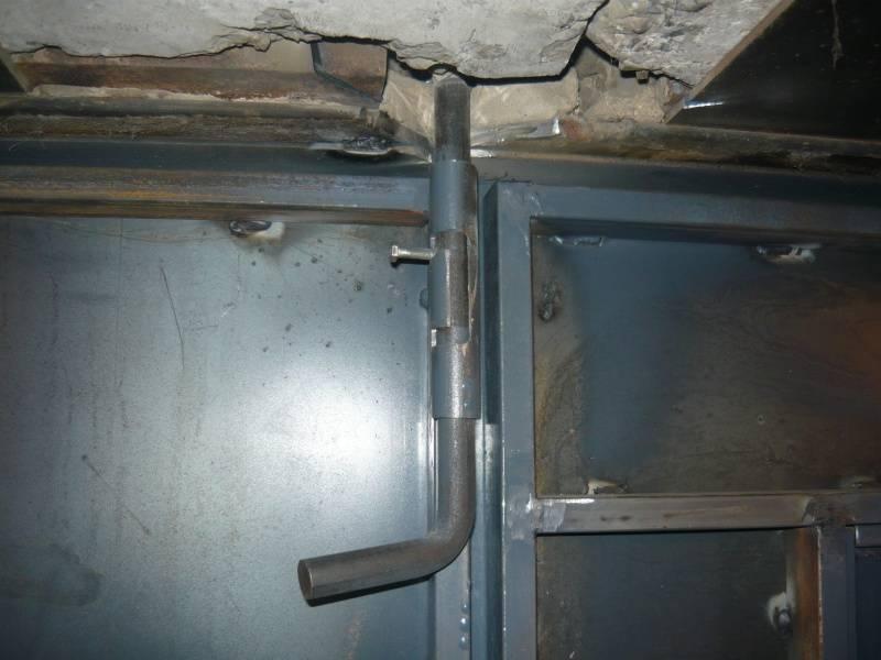 Как поднять гаражные ворота в кирпичном гараже?