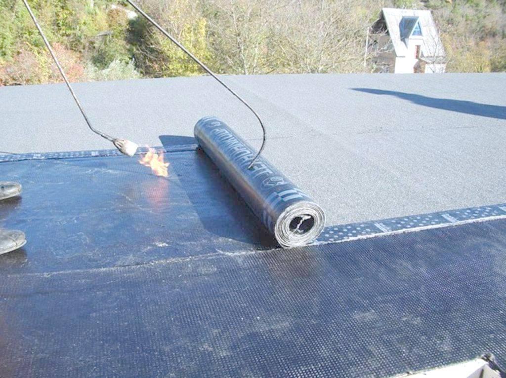 Как подготовить и залить крышу гаража битумом