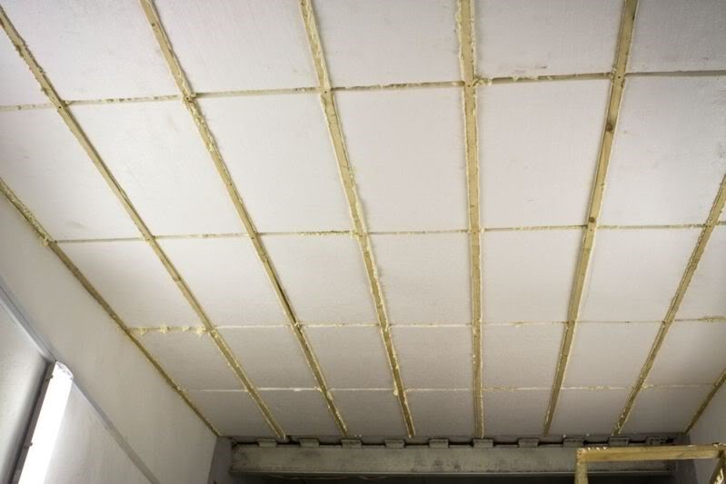 Создаем лучшие условия обслуживания автомобиля, утеплив потолок в гараже