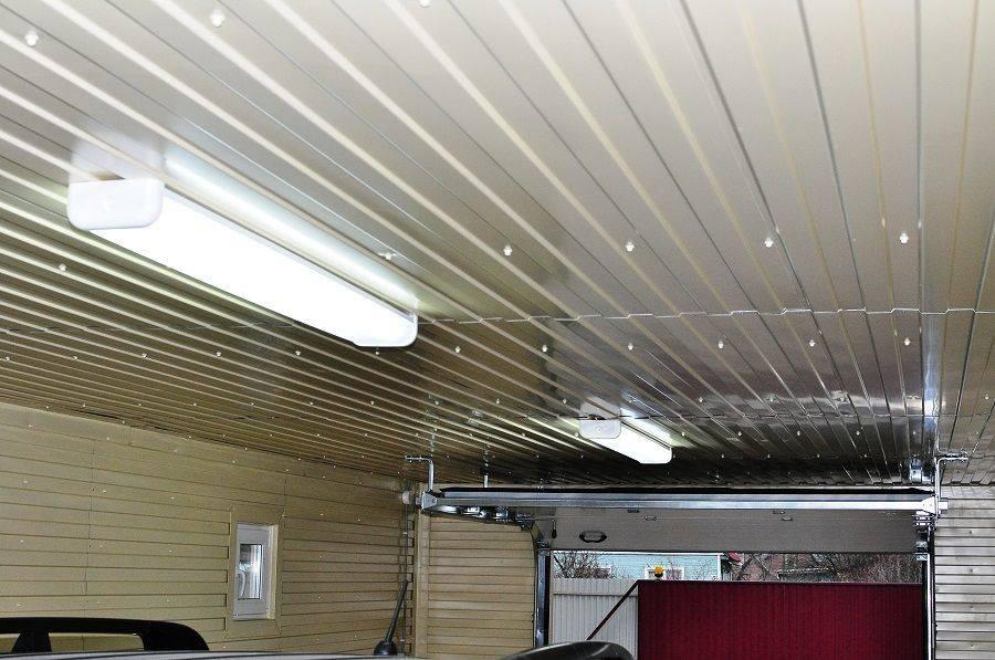 Потолок в гараже из пвх панелей