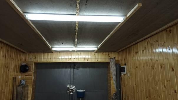 Как обшить потолок гаража своими руками: как правильно утеплить изнутри бетонное помещение, как сделать слой из пенопласта, а также варианты и фото