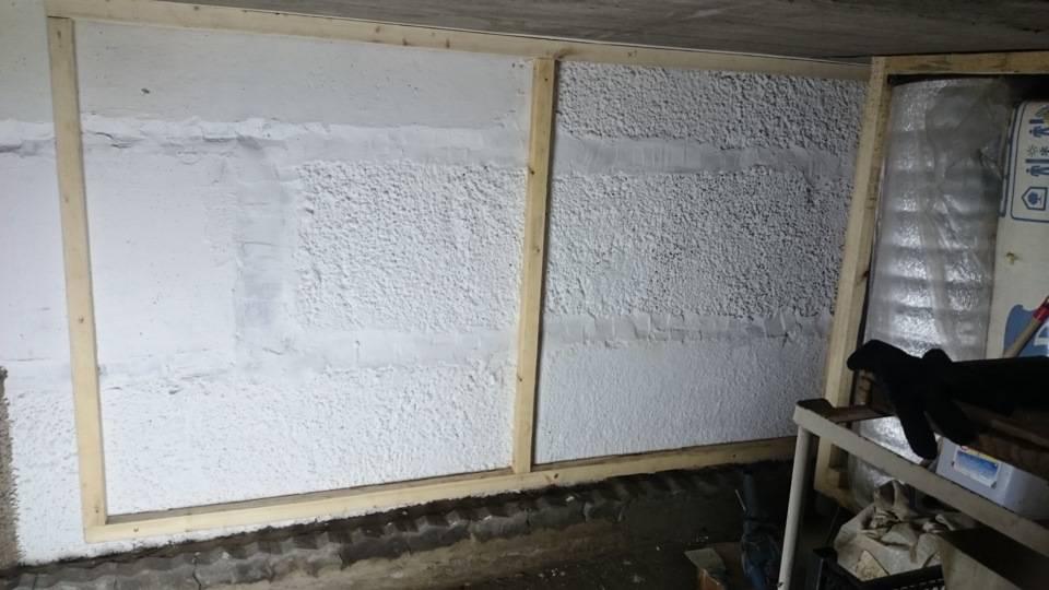 Сосед по гаражу рассказал, чем утеплил потолок у себя в гараже за 1500 рублей