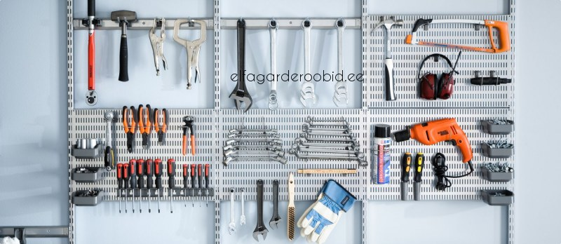 Как закрепить инструменты на стене в гараже