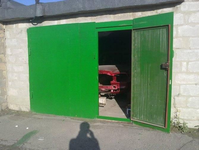 Рассмотрим как покрасить металлический гараж своими руками